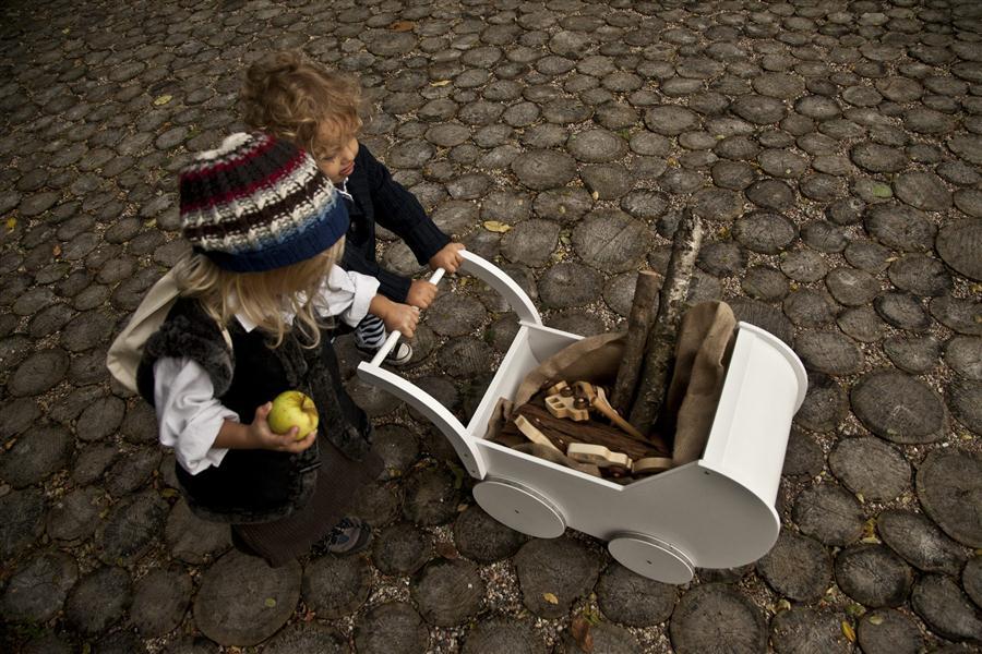 Wózek dla lalek Montmartre od Wooden Story