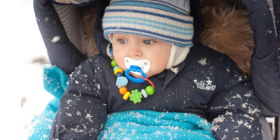 Co zabrać ze sobą na zimowy spacer z małym dzieckiem?