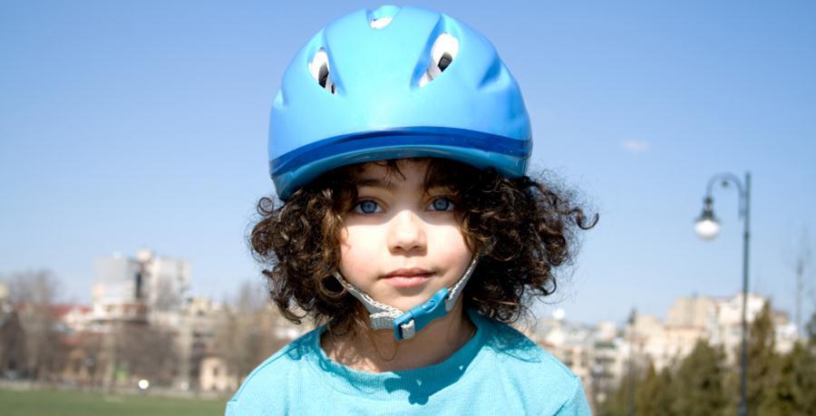 Wybór kasku rowerowego dla dziecka w kilku krokach